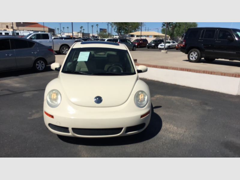 Pre-Owned 2010 Volkswagen New Beetle Coupe 2dr Auto PZEV
